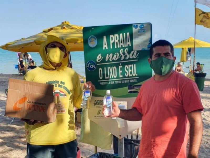 Covid-19: ambulantes da orla de Maceió recebem 250 litros de álcool