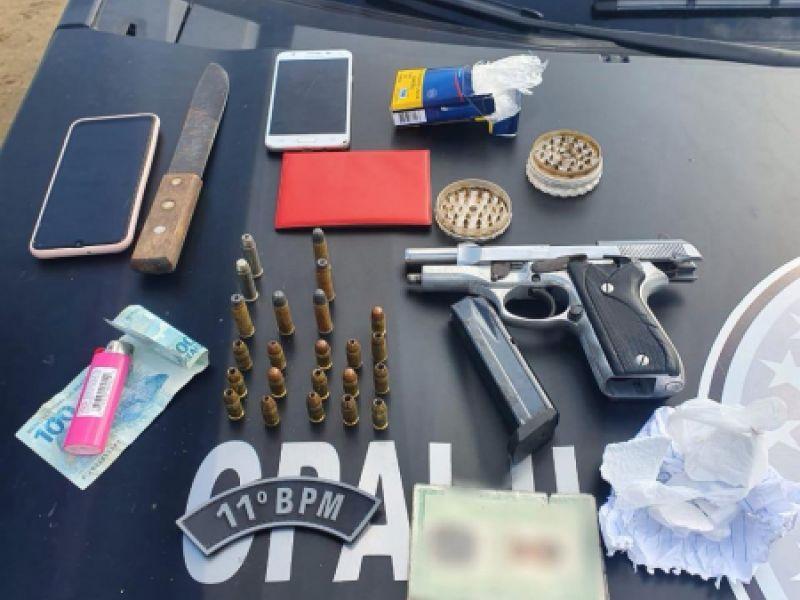 Jovem de 18 anos é preso com drogas, armas e munições na parte alta de Penedo