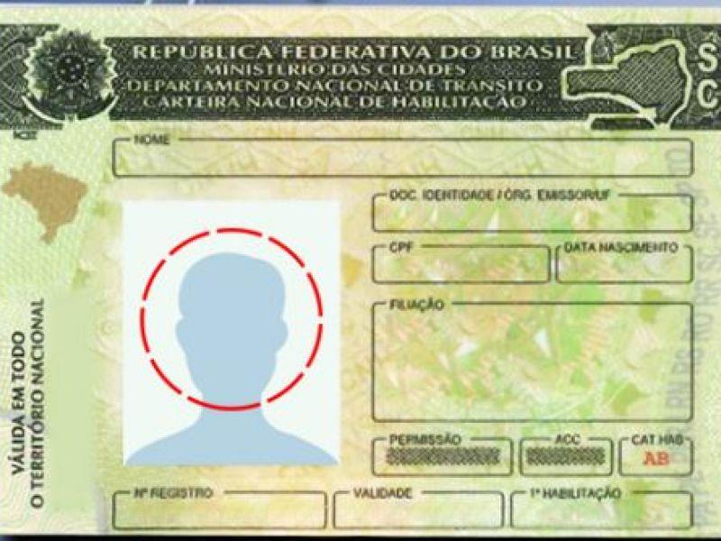 Projeto de lei isenta idoso da taxa para renovar carteira de motorista