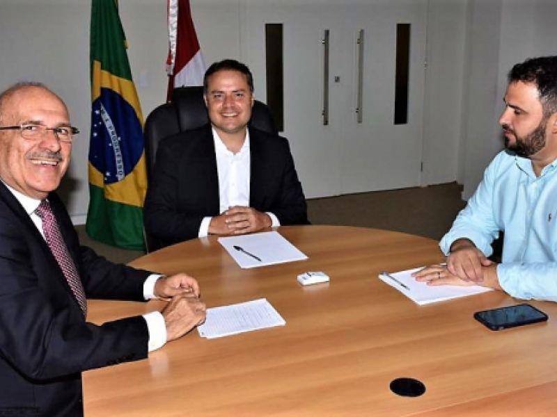 Vídeo: Renan Filho declara apoio a Ronaldo Lopes para prefeito de Penedo