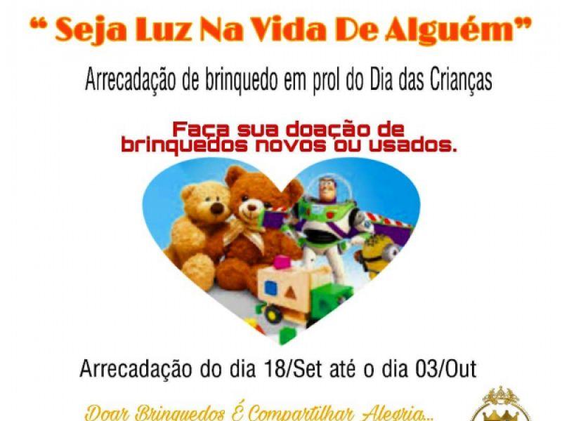 Penedense candidata ao Miss Plus Size Alagoas arrecada brinquedos para crianças ribeirinhas