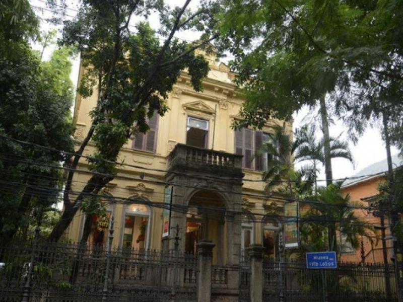 Museus desenvolvem atividades para crianças e adultos como palestras e filmes