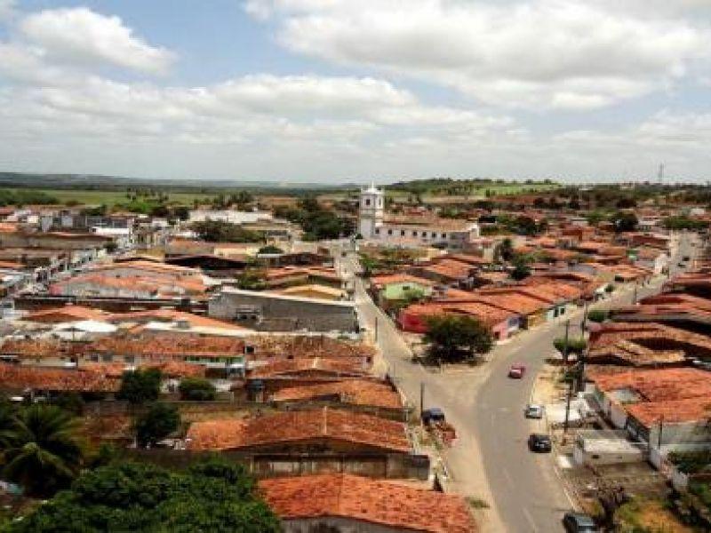 Suspeito de tráfico é preso após ser flagrado com bombinhas de maconha em Coruripe