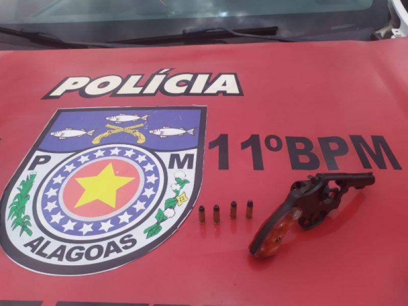 Jovem de 23 anos é preso após ser flagrado com arma de fogo em Penedo
