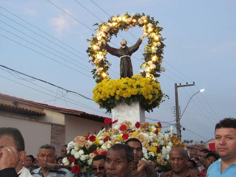 Festa de São Francisco de Assis terá missas, leilão online e benção de animais em Penedo