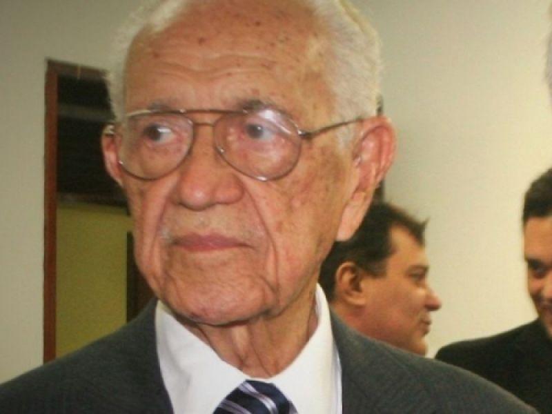 Estrada que liga São Sebastião a Penedo é denominada Hélio Nogueira Lopes