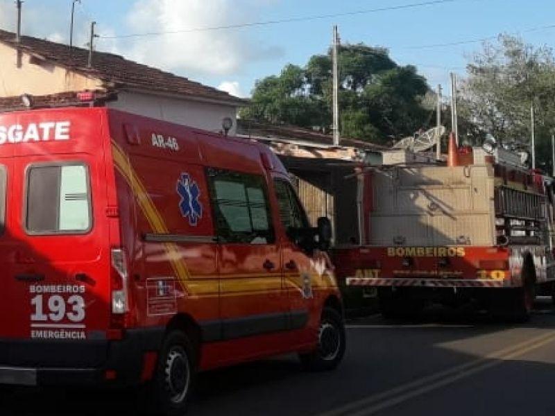 Incêndio em vegetação mobiliza bombeiros na parte alta de Penedo