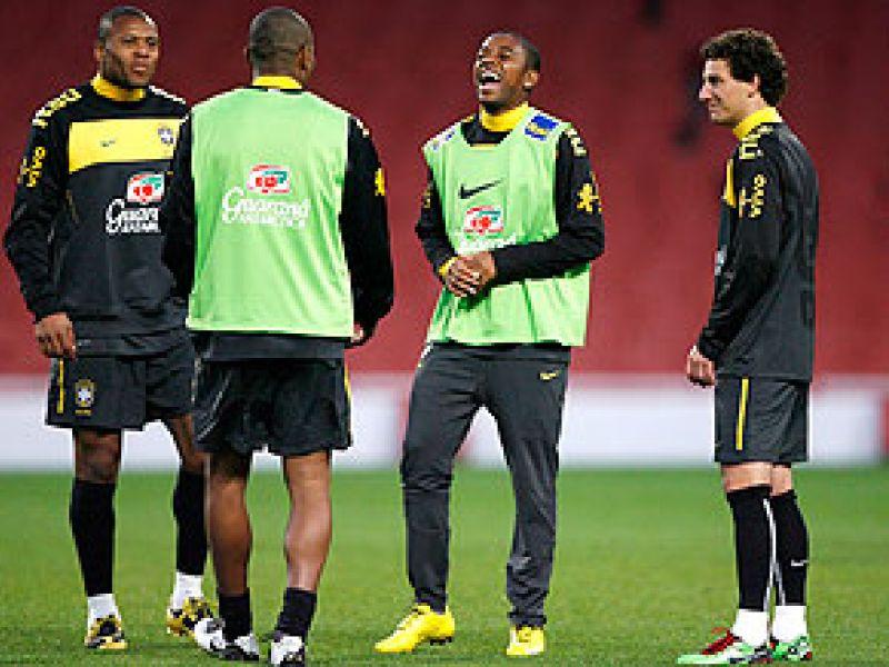 Seleção faz último amistoso antes da convocação para Copa