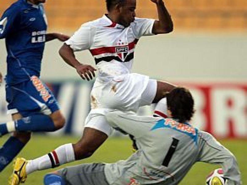 Fernandinho estreia no São Paulo e marca quatro gols
