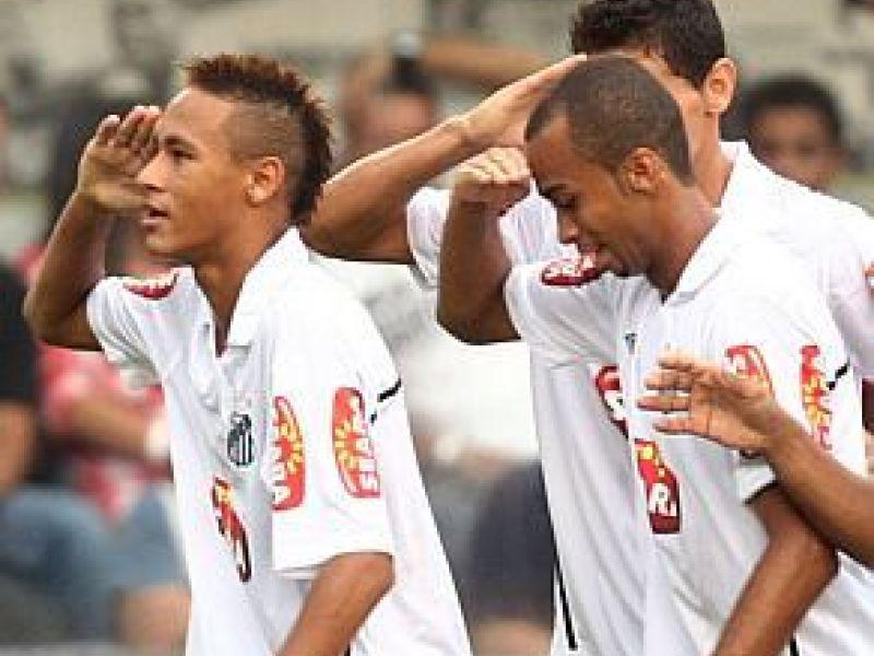 Santos vence Corinthians e segue mais líder do Paulistão