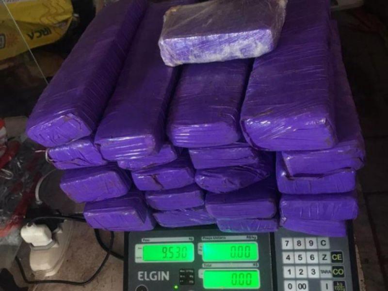 Durante blitz em Piaçabuçu, polícia apreende mais de 9,5 kg de maconha em carro de passeio