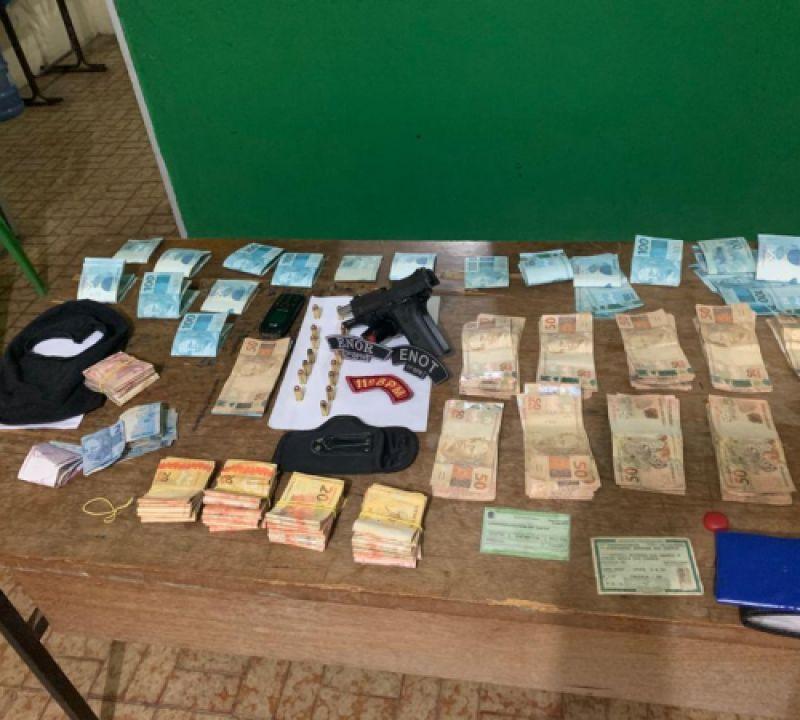 Homem é preso ao ser flagrado com arma, balaclava e mais de 31 mil reais em Piaçabuçu