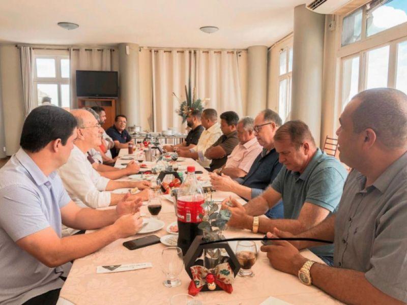 Ronaldo Lopes e João Lucas pregam pela união durante almoço com vereadores eleitos em Penedo