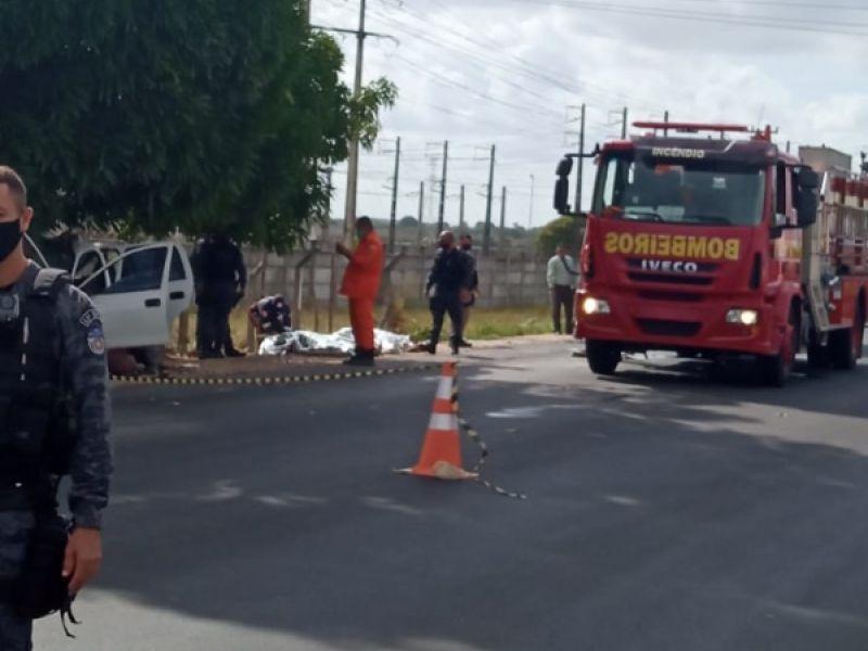 Três pessoas morrem e duas ficam feridas em colisão de carro em árvore em Penedo