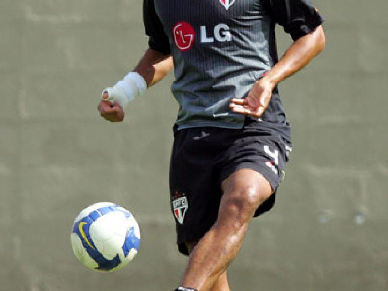 Com aval de Silas, Grêmio contrata zagueiro Rodrigo