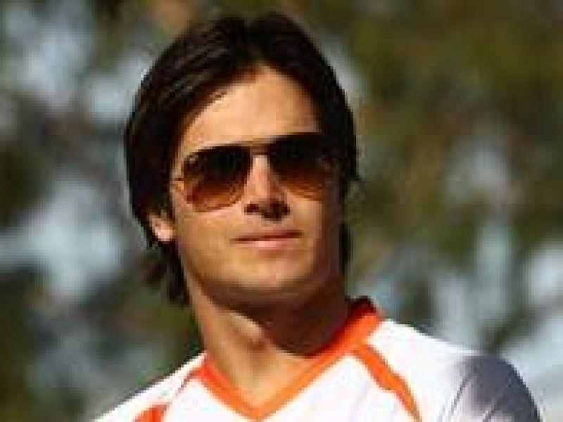 Nelsinho Piquet fica com o sexto lugar em estréia na Nascar