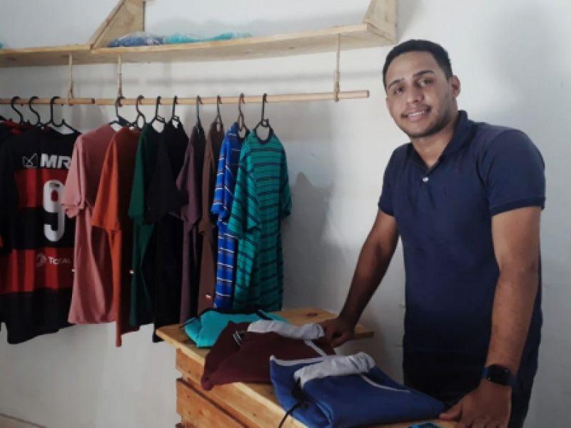Negócio de jovem que deu certo: Jovem utiliza auxílio emergencial para abrir sua loja,  realizando sonho de infância.