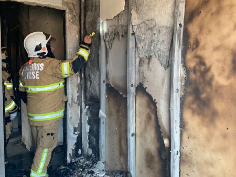 Corpo de Bombeiros controla incêndio em apartamento localizado no bairro Porto Dantas
