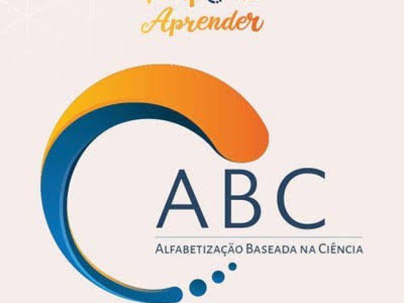 Curso ABC abre mais 100 mil vagas para professores da alfabetização infantil e estudantes