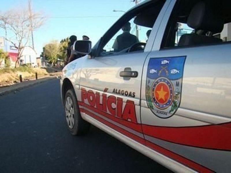 Homem é preso após agredir esposa e tentar jogar bebe no chão em Porto Real do Colégio