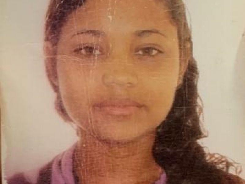 Mãe faz novo apelo para encontrar filha que há quase dois meses sumiu em Penedo