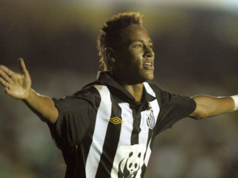 Santos vence Santo André e se torna líder do Paulistão