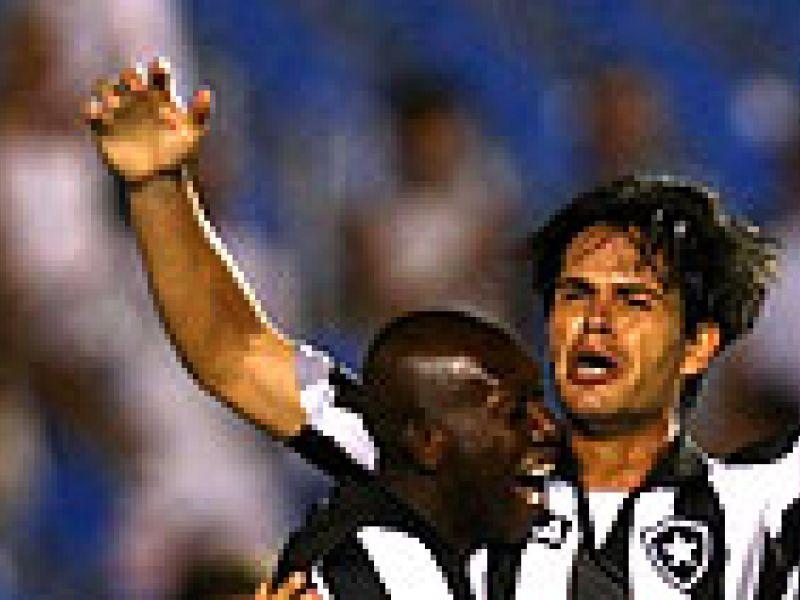 Botafogo goleia e fica perto da classificação