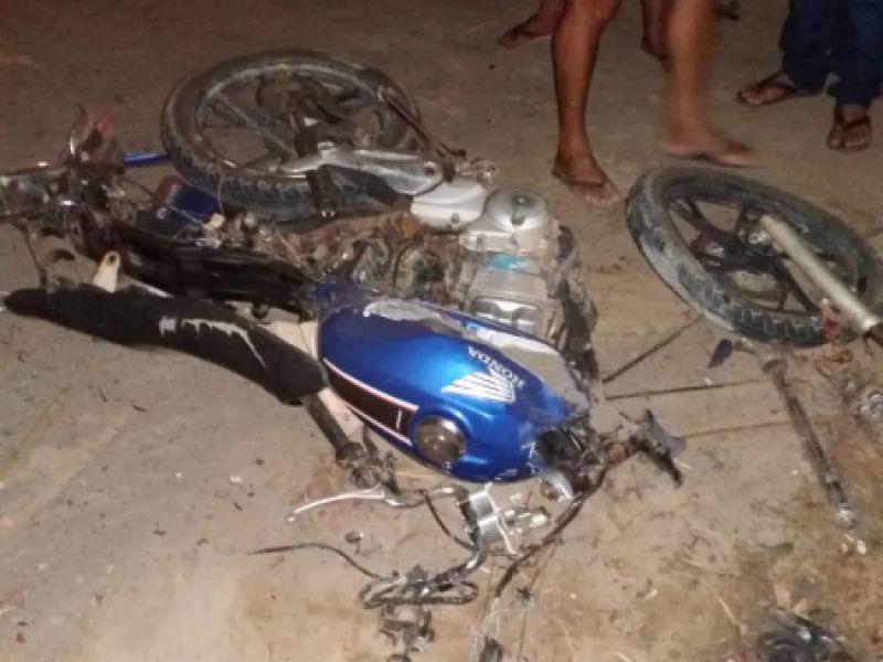 Jovem de 19 anos morre em colisão entre moto e gaiolão de cana em Penedo