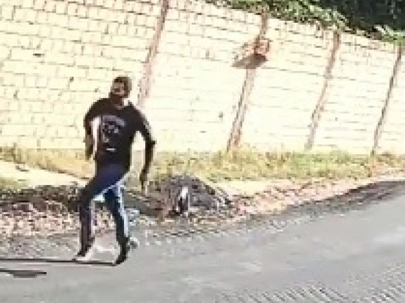Vídeo: Câmera de segurança registra execução de jovem na Vila Matias em Penedo