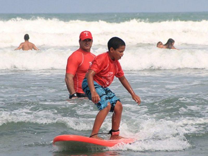 Projeto de surfe pretende democratizar modalidade para 36 mil pessoas