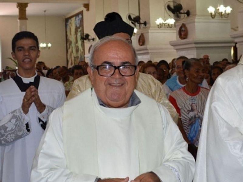 Padre Manoel Henrique permanece hospitalizado para tratamento pós Covid-19