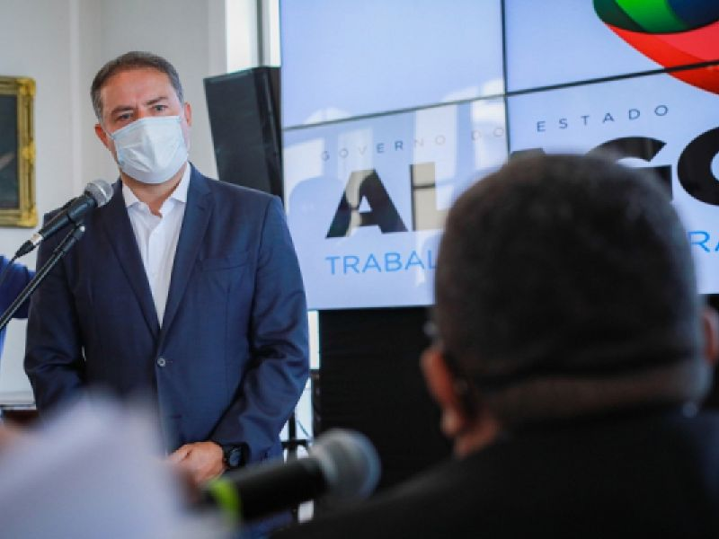 Renan Filho vai a Brasília na terça (2) em busca de mais vacinas para Alagoas