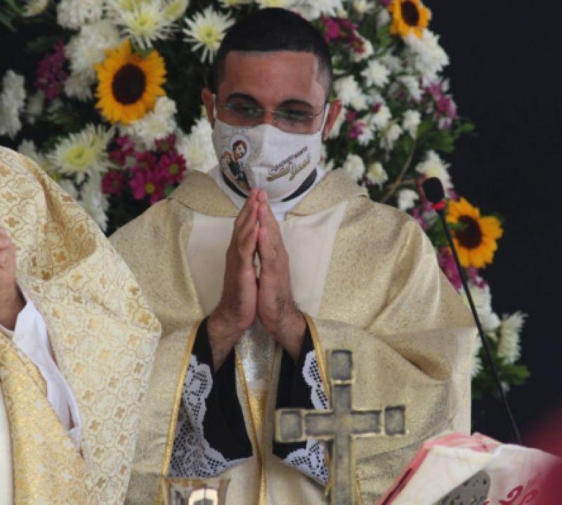 Padre Rodrigo Rios é acometido pela Covid-19 e está em tratamento domiciliar