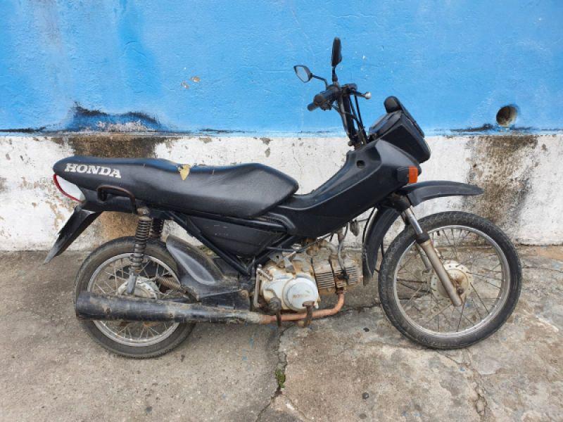 PC encontra moto adulterada com homem preso por receptação em aldeia de Porto Real do Colégio
