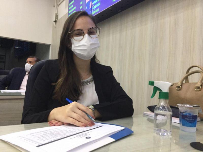 Vereadora protocola projeto que garante absorvente gratuito na rede de saúde de Maceió