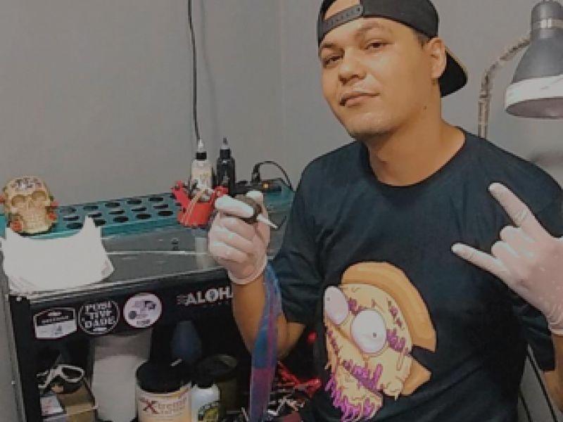 Empreendedorismo Juvenil: Desenhista jovem torna-se ícone como tatuador em Penedo