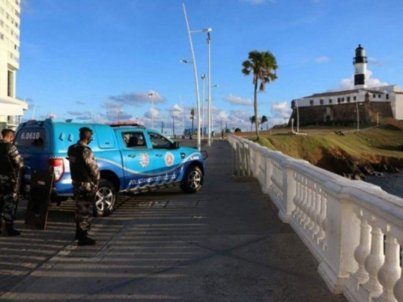 Morre policial que atirou contra a PM no Farol da Barra, em Salvador