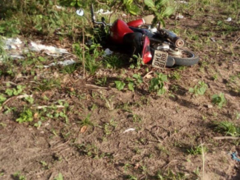 Motocicleta usada durante homicídio de taxista de Penedo é abandonada em matagal