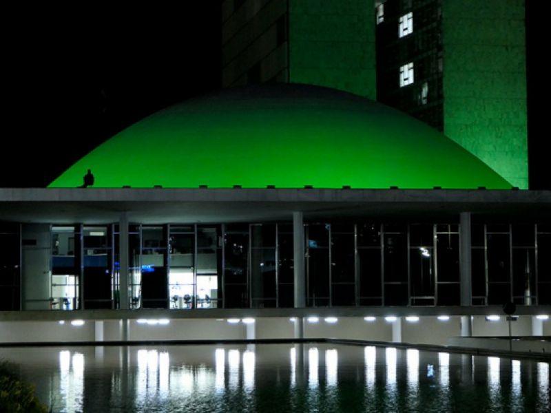 Senado é iluminado de verde em alusão aos dias da atividade física e da saúde