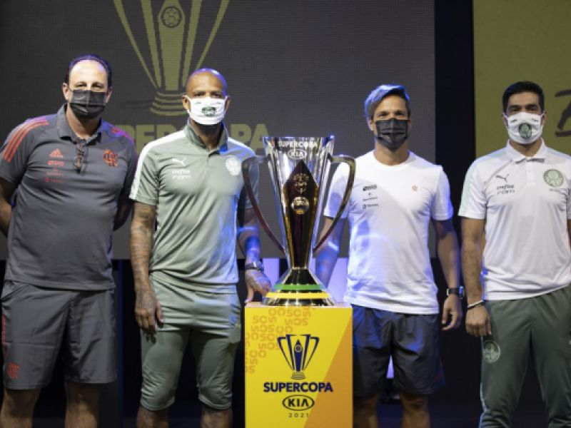 Capitães e técnicos de Flamengo e Palmeiras participam de coletiva oficial da Supercopa 2021