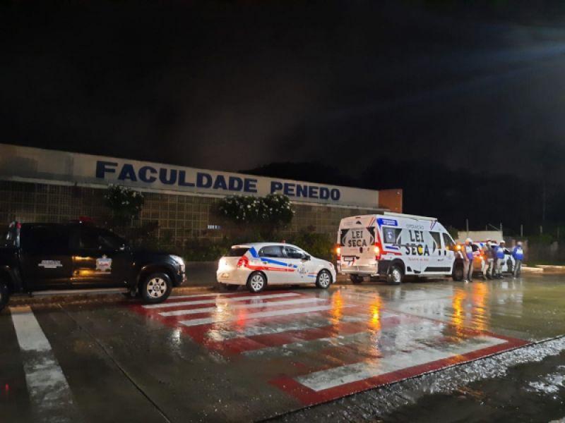 Detran e PM realizam operação em Penedo para coibir a mistura de álcool e direção