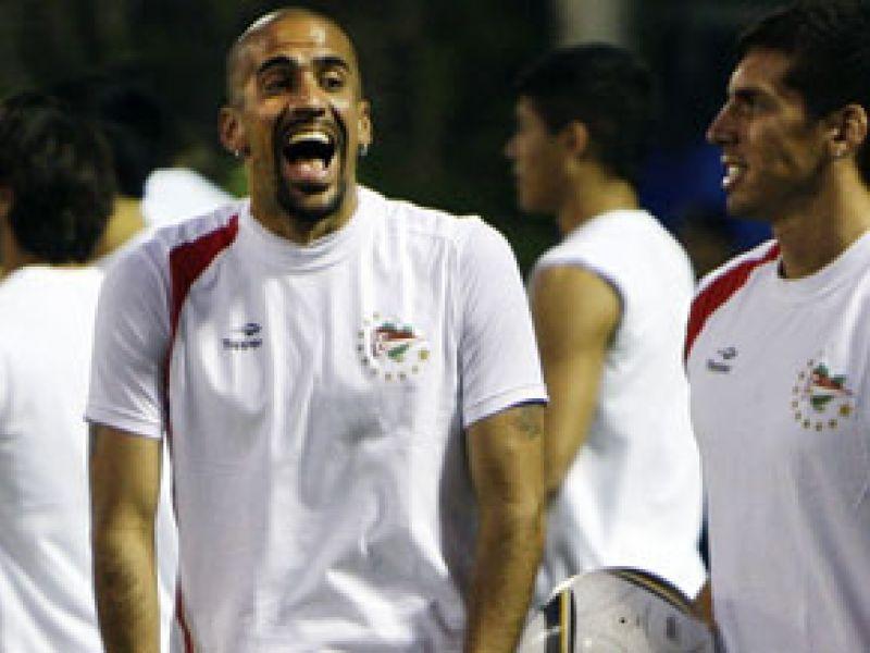 Verón recusa proposta milionária para jogar na Inglaterra