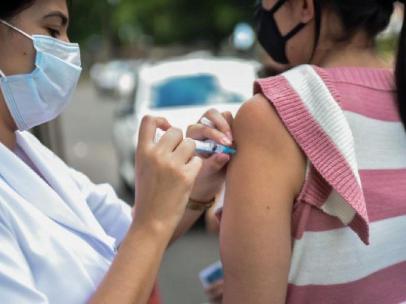 Câmara pode votar nesta quinta-feira projeto que cria cartão on-line de vacinação