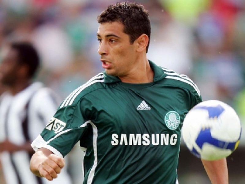Palmeiras tenta contratar zagueiros Alex e Edinho
