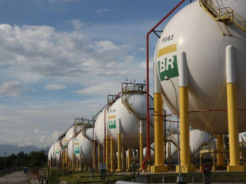 Distribuidora: gasolina e diesel ficam mais baratos nas refinarias