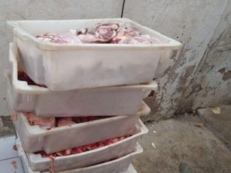 Fiscalização da Vigilância Sanitária apreende mais de mil quilos de carne vencidos