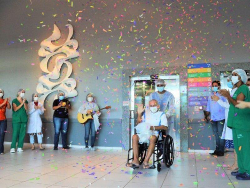 Hospital da Mulher dá alta médica a paciente de número 2 mil recuperado da Covid-19