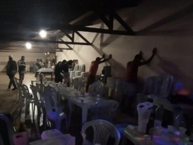 Graças a denúncias, polícia encerra festa clandestina em Penedo