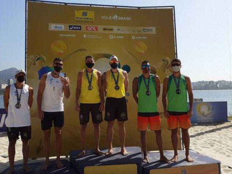 Filho de penedense vence etapa de torneio de vôlei de praia no Rio de Janeiro