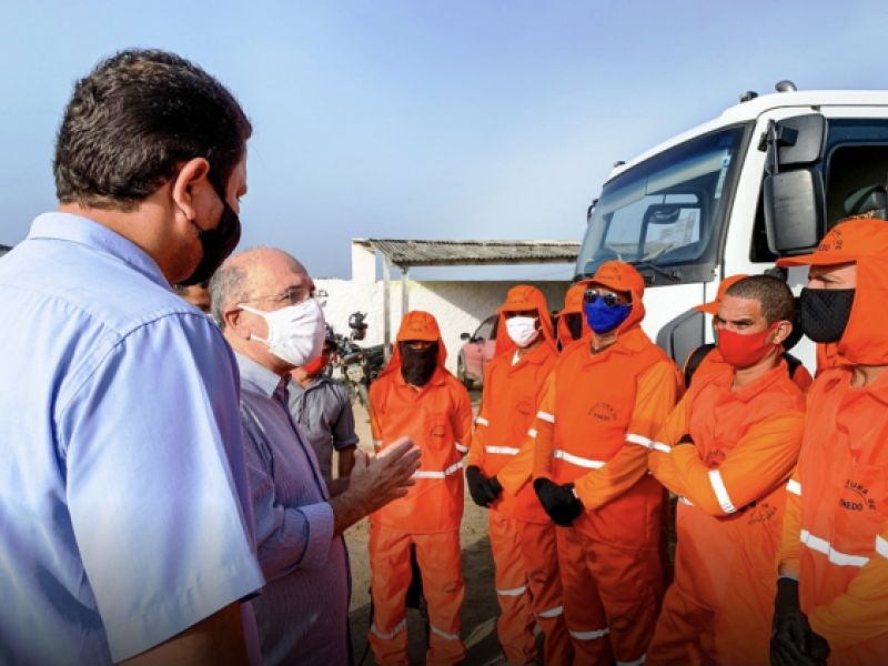 Prefeitura de Penedo entrega EPIs para pessoal que faz a coleta do lixo